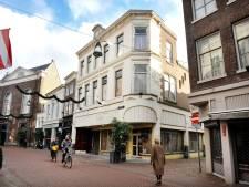 Verpauperd pand op de Voorstraat wordt verbouwd tot restaurant met daarboven appartementen