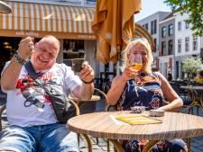 Ontspannen sfeer op Brabantse terrassen, topdrukte blijft uit