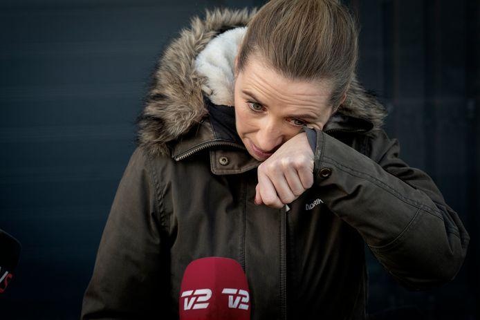 De Deense premier, Mette Frederiksen, had het zichtbaar moeilijk toen ze haar excuses aanbood.