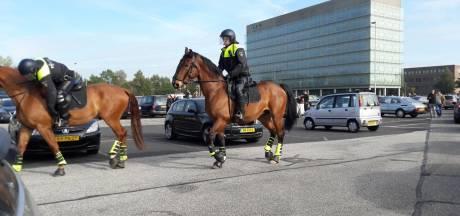 Onrust in Breda na derby NAC-Willem II: Tilburgers gooien hekken om en steken vuurwerk af