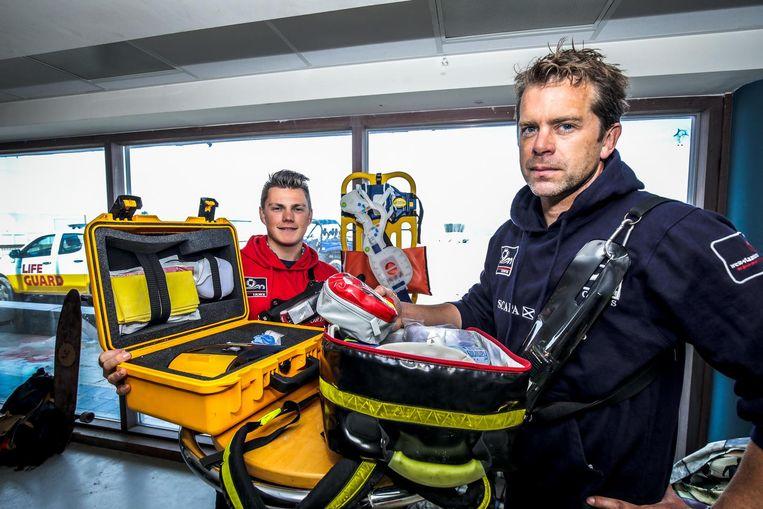 Strandredders Nick Waterschoot (links) en Tim Blomme bereiden zich voor op het nieuwe seizoen.