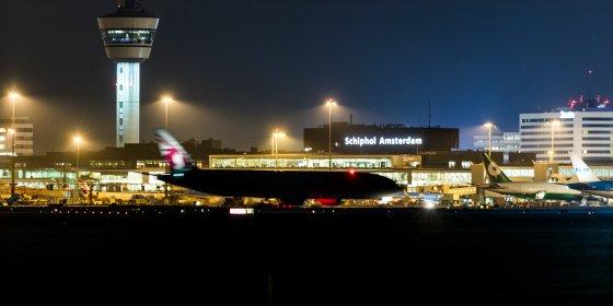 Schiphol moet nachtvluchten inperken en fors duurder maken