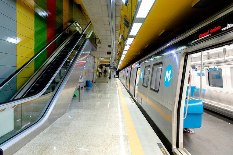 Lege wagons in de metrolijn die speciaal voor de Olympische Spelen is aangelegd. Beeld anp