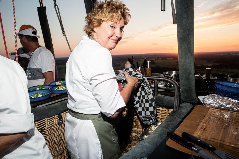 Angélique Schmeink in luchtballonrestaurant CuliAir. Beeld Niels Blekemolen