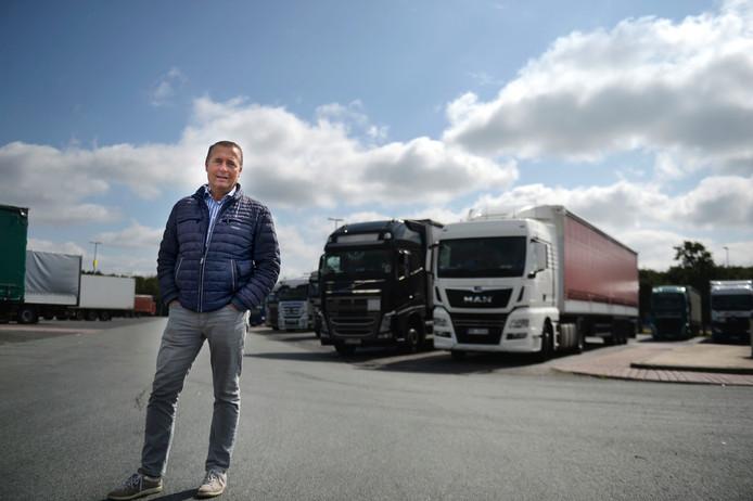 Sintrex-voorman Hugo Segerink op het bomvolle parkeerterrein bij grensovergang De Poppe.