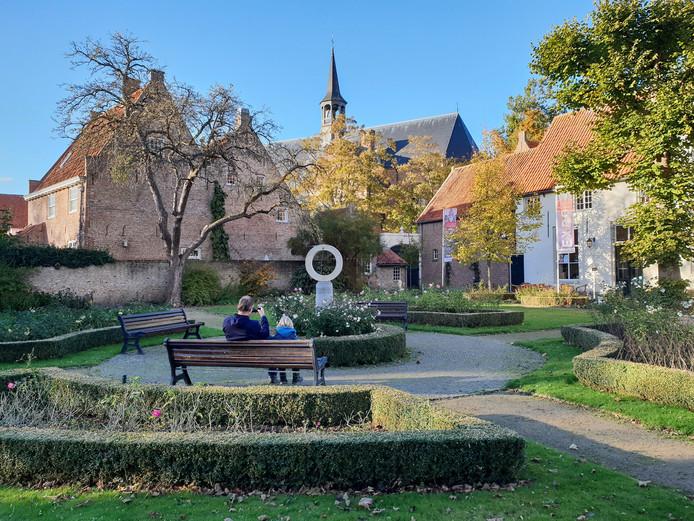 De beeldentuin bij het Gouverneurshuis in Heusden.