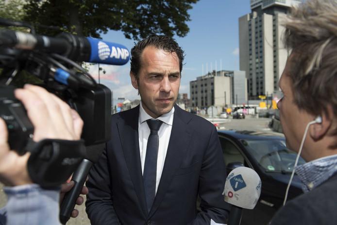 Staatsecretaris van Dam in Utrecht voor overleg over de eiercrisis