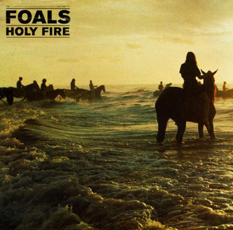 Albumhoes Holy Fire Beeld