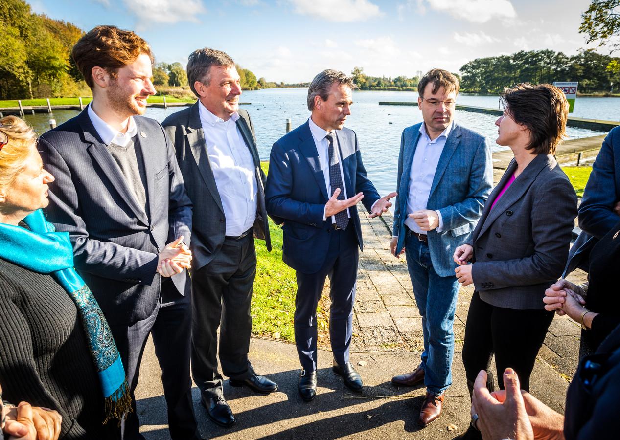 Landelijke VVD'ers waren gisteren op bezoek in de Hoeksche Waard.