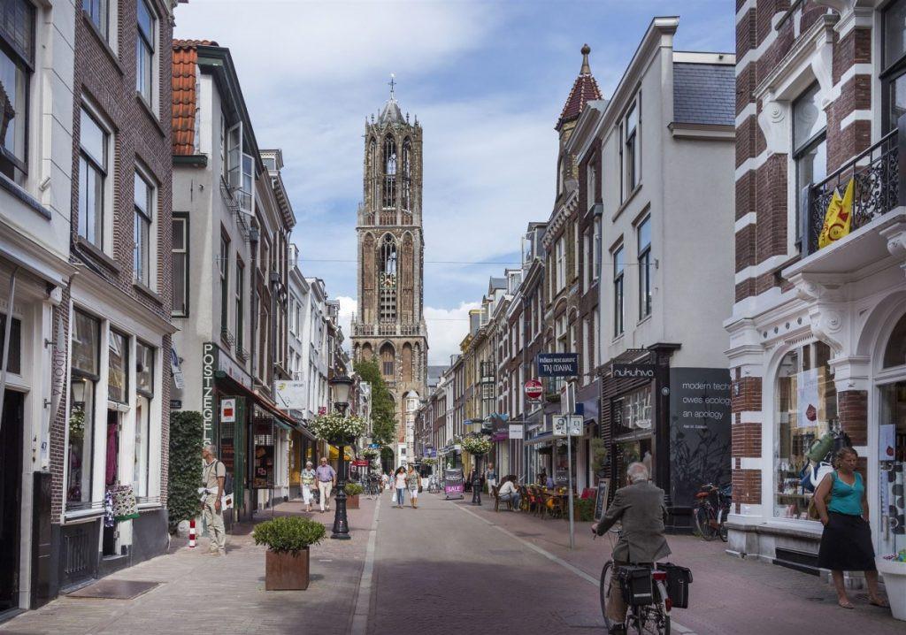 De Domtoren vanaf de Zadelstraat.