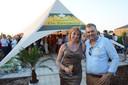 Ingrid De Cauwer en Luc Tack in hun zomerbar De Zevenster.