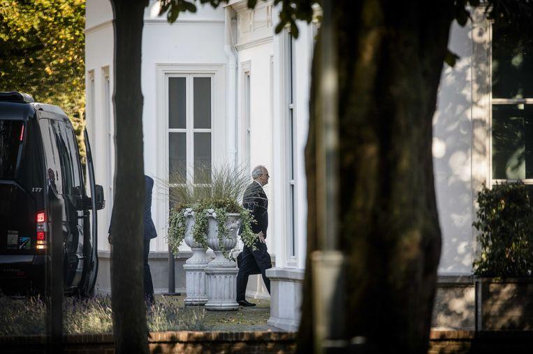 De 'supercommissarissen' arriveren op het Catshuis voor een gesprek met premier Mark Rutte.  Beeld Foto Bart Maat / ANP