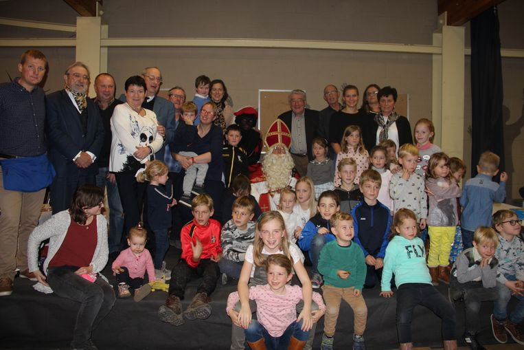 De kinderen uit Horebeke kregen bezoek van de Sint en Zwarte Piet.