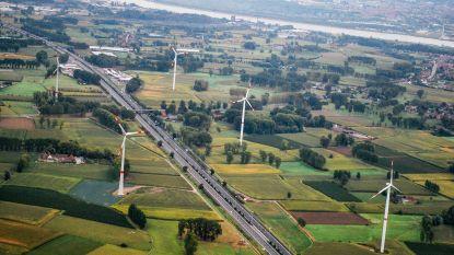 Groen overhandigt petitie met 160 handtekeningen vóór windmolens