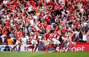 Vreugde bij de spelers en supporters van Charlton Athletic na de goal van Patrick Bauer in de 95ste minuut.