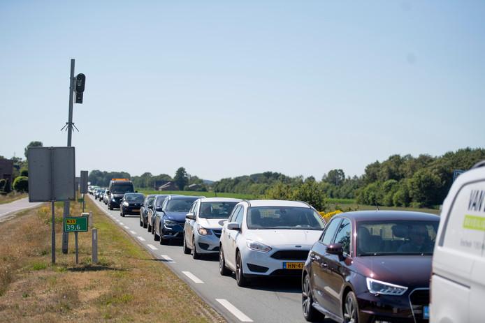Dagelijks gaan er 20.000 voertuigen over de N35 tussen Nijverdal en Wierden, met geregeld filevorming.
