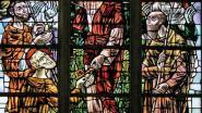 Heemkundige kring zet glasramen van Sint-Pieterskerk in de kijker met nieuwe publicatie