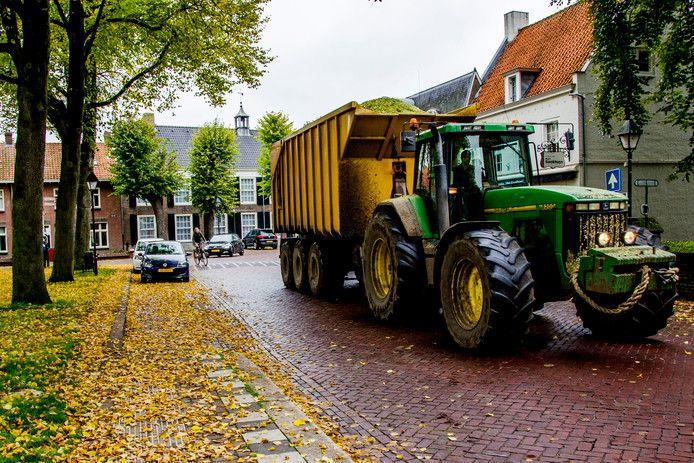 De discussie over het landbouwverkeer in de dorpskern van Hilvarenbeek speelt inmiddels als ruim 20 jaar. In al die tijd is er niets veranderd.