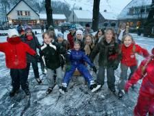Hoenderloo gelooft in ijsbaan