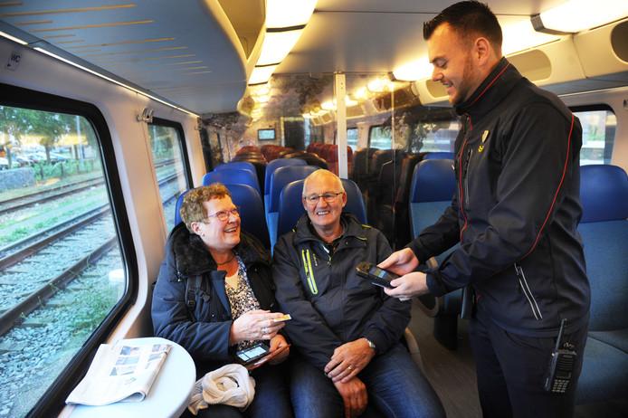 Kaartjes controleren is niet het enige dat een treinconducteur doet.