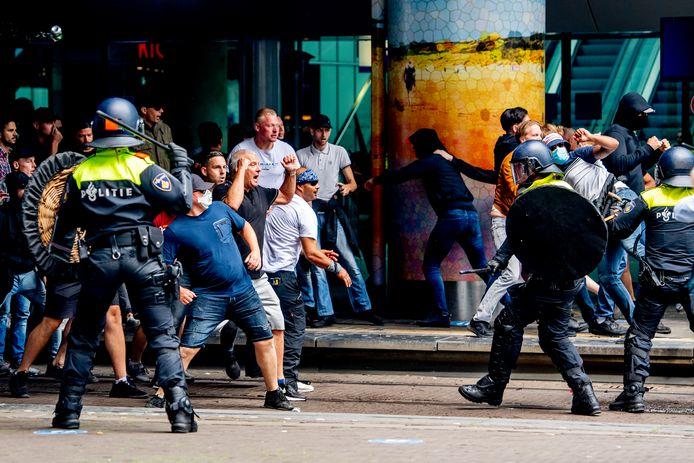 Archiefbeeld ter illustratie: De demonstranten zochten de confrontatie met de politie bij het Centraal Station.