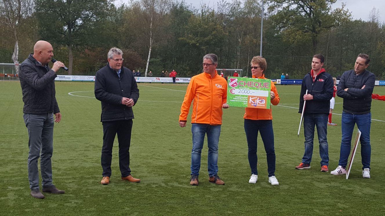 De Nijverdaller Erik Bergboer, hier uiterst links op de foto,  is door het bestuur voorgedragen als erevoorzitter van voetbalclub Hulzense Boys.