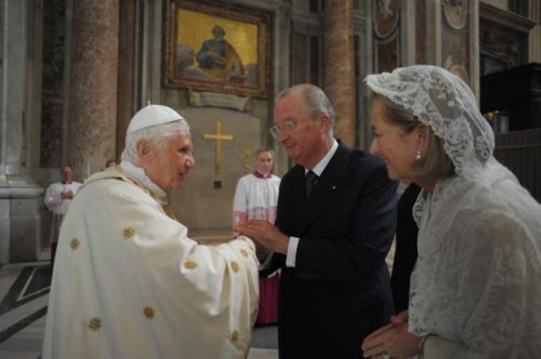 Koning Albert II en koningin Paola samen met paus Benedictus XVI. EPA Beeld