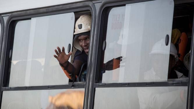 955 opgesloten kompels in Zuid-Afrikaanse goudmijn na 31 uur weer bovengronds