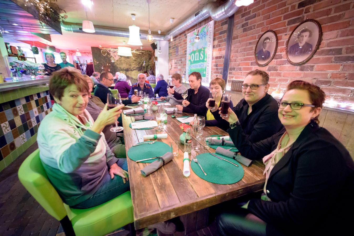 ONS Restaurant is een gezellig en kleurrijk restaurant.