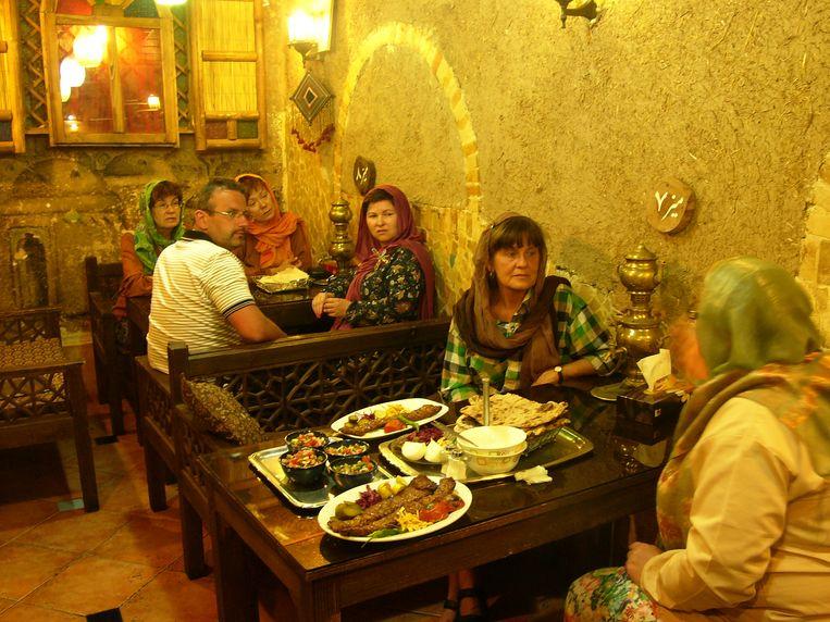 Een restaurant in Teheran.