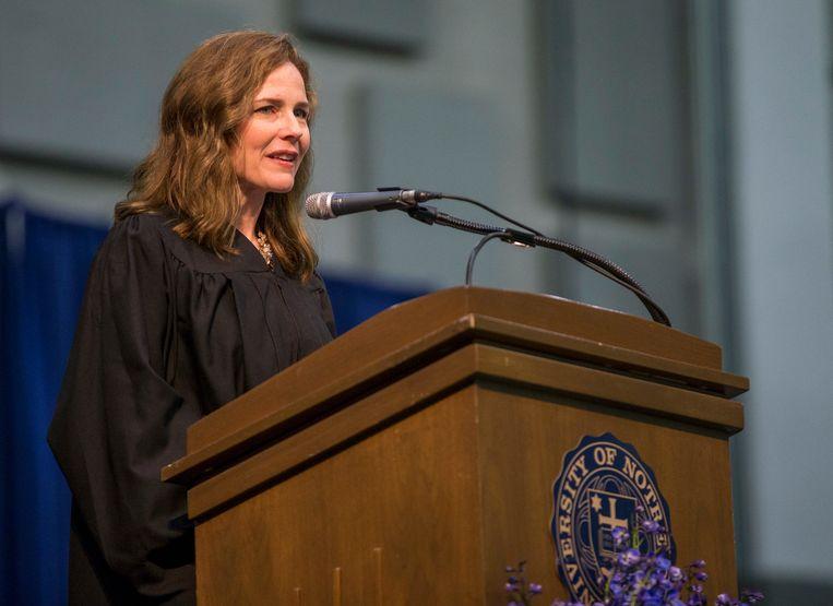 Amy Coney Barrett geeft een lezing op 'haar' universiteit van Notre Dame. Beeld AP