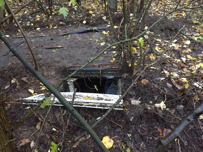 De ondergrondse ruimte bij het woonwagenkamp in Oss waar de politie vorige week drie dagen onderzoek deed.
