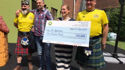 Schotse voetbalsupporters schenken 5.600 euro aan kinderziekenhuis Jette