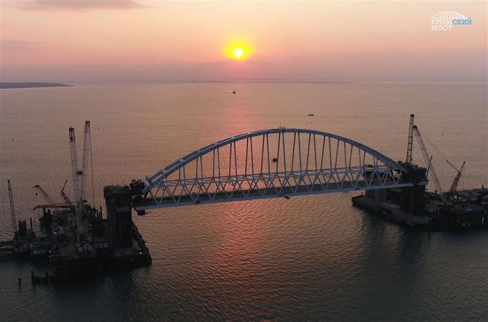 De omstreden brug tussen Rusland en de Krim