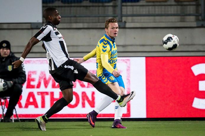Pieter Langedijk staat nu tot 2018 onder contract bij RKC Waalwijk. De club laat ermee doorschemeren dat er flink onderhandeld moet worden om de aanvaller eventueel over te nemen.
