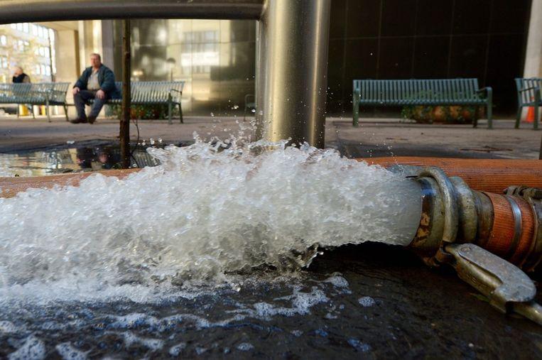 Duizenden liters water worden uit de metrotunnels gepompt. Beeld epa