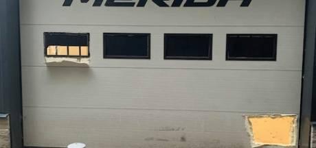Twintig peperdure racefietsen gestolen uit Merida Experience Center in Apeldoorn