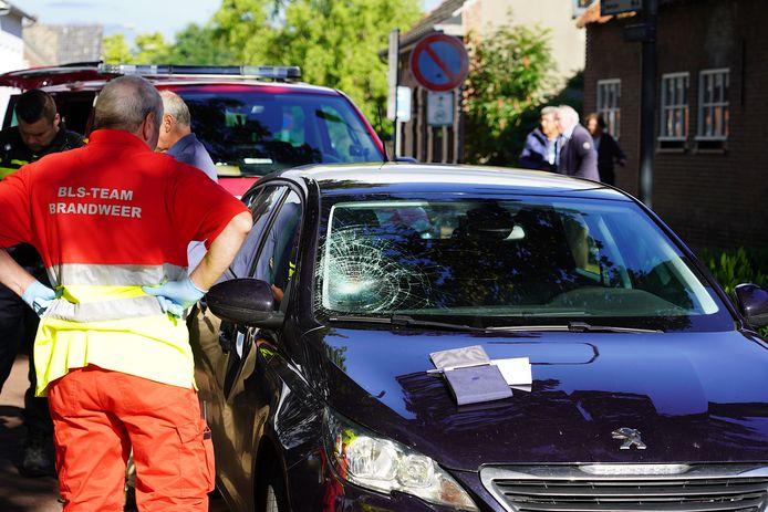 Wielrenner gewond door ongeluk met auto in Baarle-Nassau.