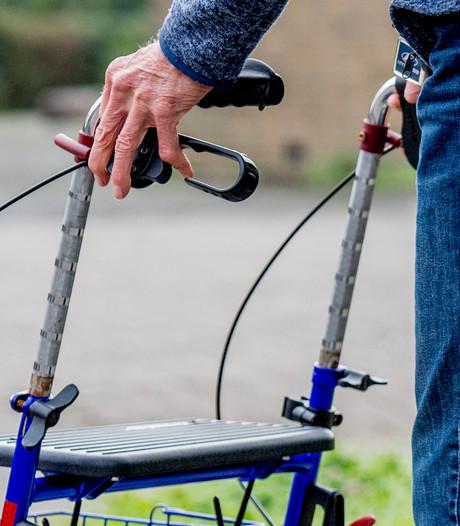 Plateaufiets maakt fietsen met rolstoel mogelijk in Zeeland
