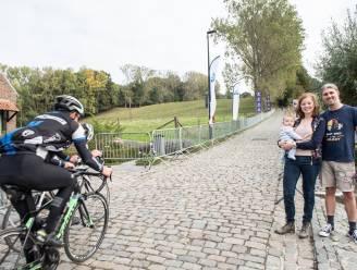 """Jana en Jo supporteren zonder vrienden: """"We zijn  ook voor de Ronde naar de Koppenberg komen wonen en hadden zo uitgekeken naar de drukte van de koers """""""