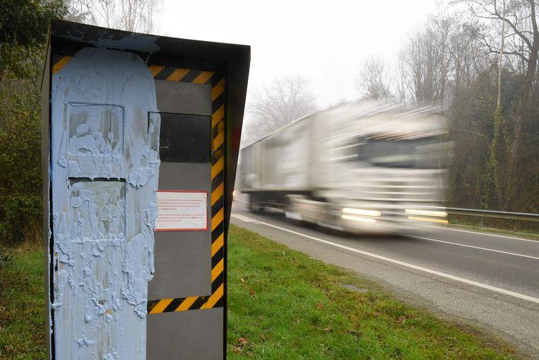 Een gevandaliseerde flitser in Bonnemain.