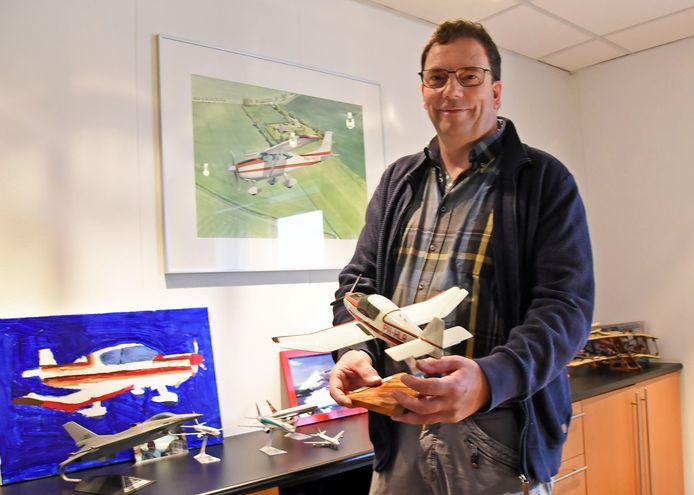 """Enno Belderok, directeur van vliegveld Midden Zeeland: ,,Wie denkt dat wij alle vliegtuigen boven Zeeland begeleiden, dat we zicht hebben op wie er vliegen en dat we daarover iets te zeggen hebben, heeft het echt mis."""""""