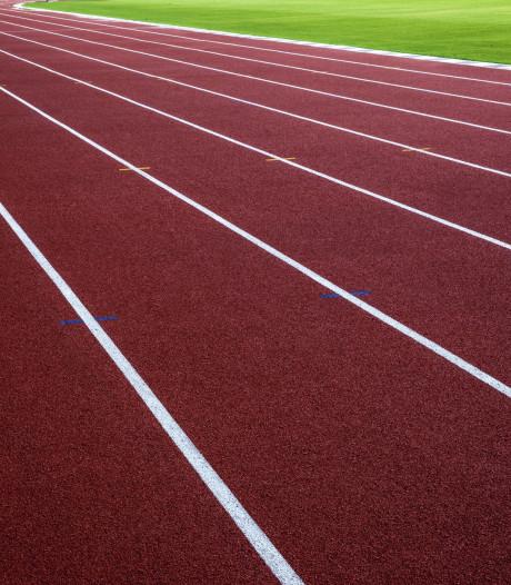 Gescheurde atletiekbaan Steenbergen: 'Het hoort niet!'