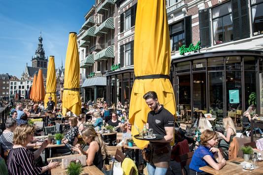 Nederland/Nijmegen: 18-04-2018 Terrassen, terras Grote Markt.DgfotoFoto: Bert Beelen Archieffoto