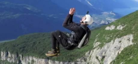 Un base-jumper résout un casse-tête en pleine chute libre