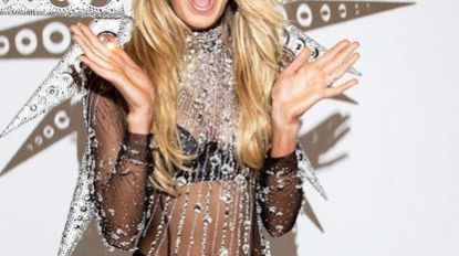 Romee Strijd mag catwalk Victoria's Secret op met 125.000 Swarovski-kristallen