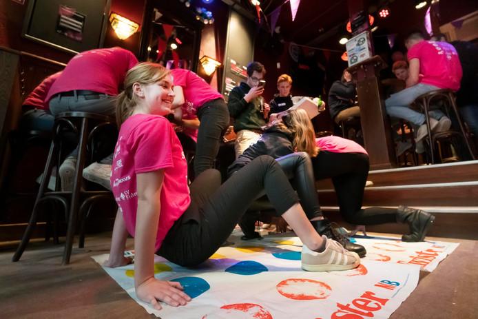 Studenten in het Bascafe tijdens 'Serious Lockdown'.