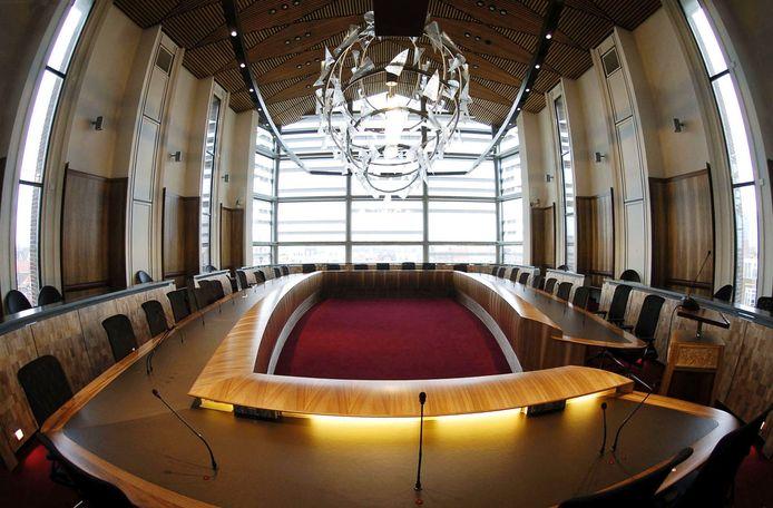 Voor commissievergaderingen bleef de Vlissingse raadzaal al een paar keer leeg. Volgende week tijdens de raadsvergadering schuiven alleen de fractievoorzitters aan.