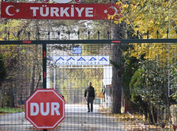 De jihadist zit vast in niemandsland tussen het Turkse Edirne en het Griekse Pazarkule.