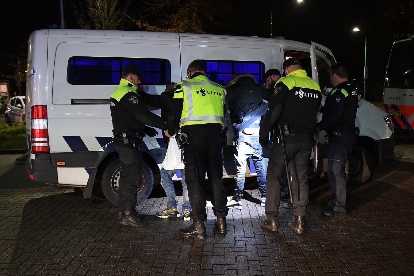Twee mannen werden aangehouden bij een controlepunt bij het Tango-tankstation in Cuijk.